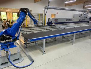 Robot met OTT in showroom kopiëren
